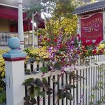 Beauclaire's Bed and Breakfast resmi
