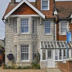 Little Gem Guest House, 4 Cecil Road, Swanage, Dorset. BH191JJ