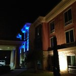 Holiday Inn Express & Suites Austin - Sunset Valleyの写真