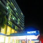 Pacific International Hotel resmi