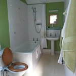spacious en-suite bathroom with great shower pressure :)