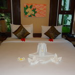 Salad Buri - nice rooms with beautiful towel animals but smelly from damp!