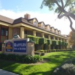 Foto de BEST WESTERN PLUS Raffles Inn & Suites