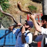 shofar blowing near Mikveh