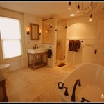 Studio 555 - Luxurious Bathroom
