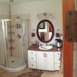 Desert Rose Suite Private Bathroom