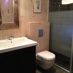 Very nice bathroom in Cabin 33, Artur.  Walk in shower to the right.  Nice toiletries provided.