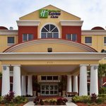Holiday Inn Express Hotel & Suites St. Petersburg North I-275