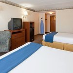 Holiday Inn Express Roseville Queen Bed Guest Room