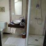 Ensuite to twin room