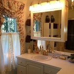 The Valerie bathroom: clean and elegant!