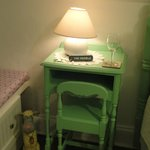 so cute the sidetable/desk!