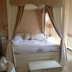 Four Poster bed in Julienna Room