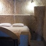 Foto de Flintstones Cave Hotel and Pension