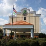 Holiday Inn Express & Suites Wilmington - University Center