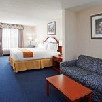 Photo de Holiday Inn Express Cleveland-Richfield