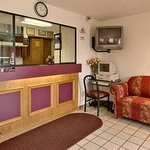 Photo de Super 8 Motel Waynesboro