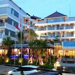 Photo de The Kuta Playa Hotel and Villas