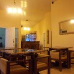 Tropical Enclave Guest House & Lounge resmi