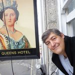 The Queens Hotel resmi