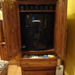 Ice maker/refrigerator/snack drawer