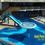 Piscina interna e bar molhado