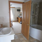 super king en-suite bathroom