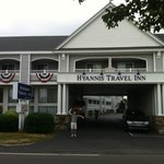 Fachada do Hyannis Travel Inn