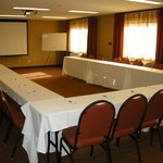 U-shape, board room, classroom, theater, round table style set up available