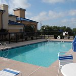 Holiday Inn Express Hurricane Mills (Waverly) resmi