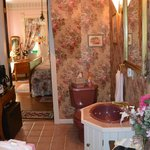 Foto van Cliff Cottage Inn - Luxury B&B Suites & Historic Cottages
