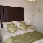 En suite room with king size bed