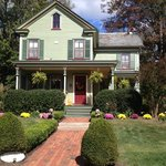 The Widow McCrea House Victorian Bed and Breakfast resmi