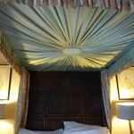 Room 16 bed canopy