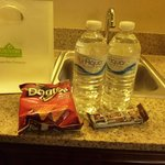 snack and water in room- nice touch