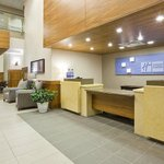 Photo de Holiday Inn Express Hotel & Suites Mankato East