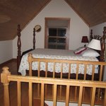 Loon Cottage - Bed (upstairs)