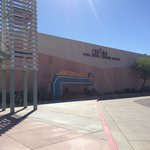 Foto van Ramada Inn Tempe at Arizona Mills Mall
