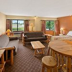 Photo de Days Inn & Suites Stevens Point