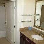 Residence Inn Fargo : bathroom