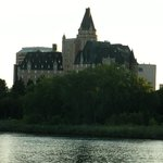 Hotellet set fra River Saskatchewan