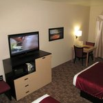 BEST WESTERN PLUS Kootenai River Inn: room with table/TV
