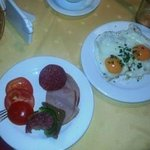 Buffet breakfast2