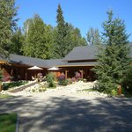 Moul Creek Lodge B & B