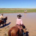 Bilde fra Burnt Well Guest Ranch Cattle Drive