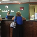 Ramada Perry Near Fairgrounds Foto