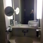Basin with good mirrors and sufficient light!