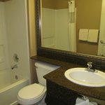 Quality Inn - Ocean Shores: bathroom