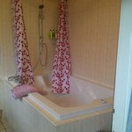 Extra Large Bath in Double Suite