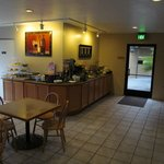 Quality Inn Arcata: breakfast area